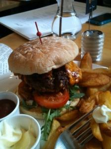 Un hamburger, quelqu'un ? Si ça se trouve, la vache s'appelait Marguerite.